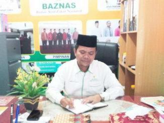 H. Habibullah S.Ag, MH pimpinan BAZNAS yang baru dilantik di ruang kerjanya.