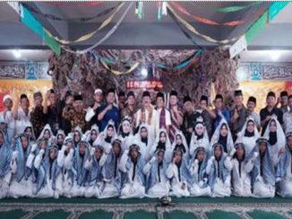 Wakil Bupati Zuldafri Darma bersama peserta Khatam Al Quran.