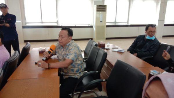 Anggota Komisi IV, Wismar Panjaitan berdialog mengenai persiapan penanganan Covid 19 oleh Dinas Kesehatan Kota Padang.
