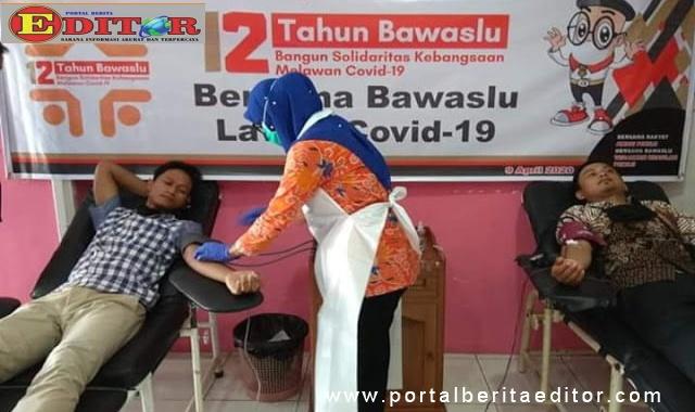 Bhakti sosial donor darah dalam rangka HUT Bawaslu ke 12 di Kota Pariaman.