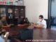 Bruno Guimek Sagalak bersama awak media di ruang kerjanya.