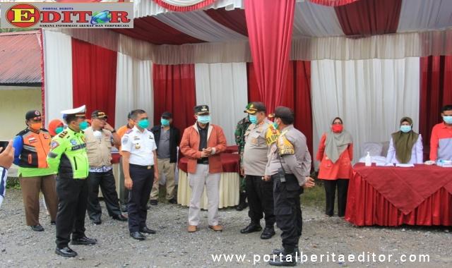 Bupati Gusmal, Kapolres Arosuka dan kepala lembaga terkait saat peresmian osko Covid-19 di Lubuk Selasih.