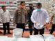 Bupati Gusmal saat mencek ketersedian beras di Bulog Koto Baru.
