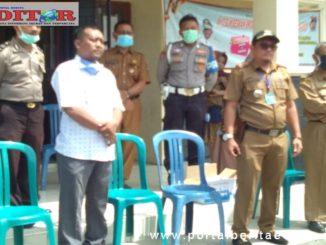 Camat Lubuak Bagaluang Wilman Muchtar saat memberikan arahan kepada RT dan RW