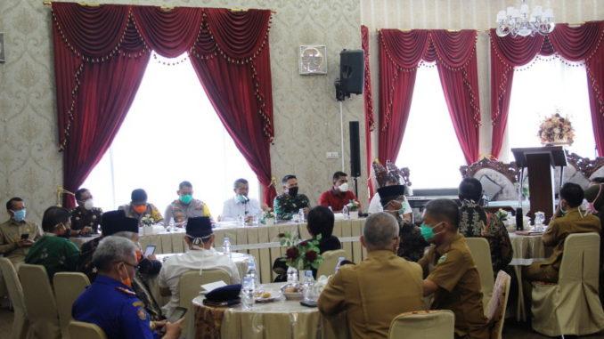 Diskusi di Guest House Arosuka.