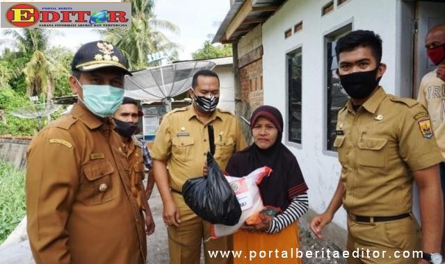 IAPPTK saat memberikan bantuan 200 paket beras pada Pemko Pariaman.