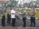 Kadis Pendidikan Wilayah IV Sumbar menyerahkan masker batuan.