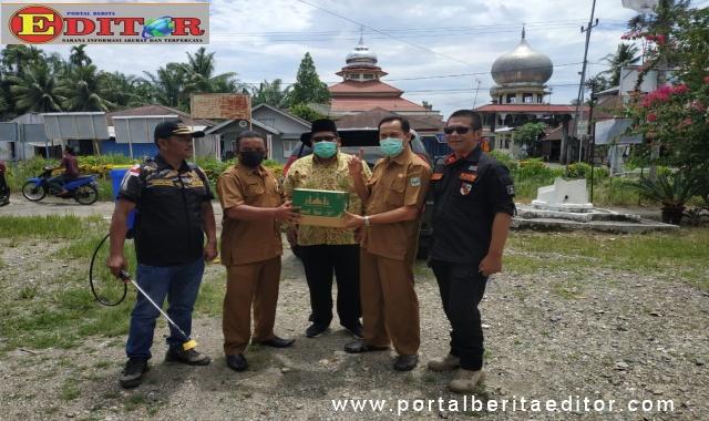 Ketua Dewan Masjid Padang Suhatri Bur Pariaman pada Gerakan Masjid Bersih.