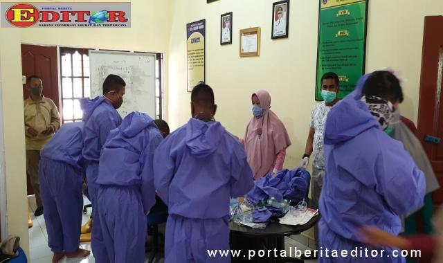 Anggota TNI-Polri dan Satpol PP Dilatih Pemakaman Covid-19