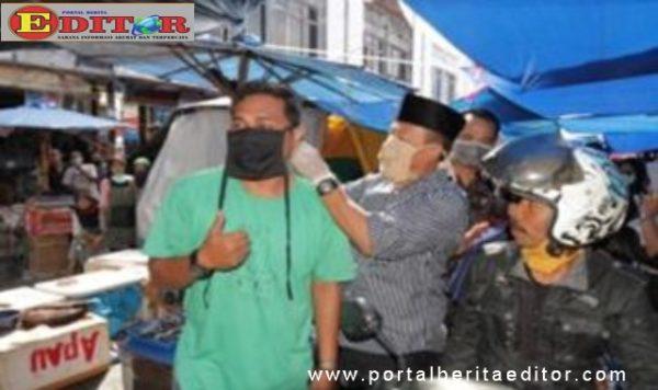 Pemakaian masker kepada masyarakat.