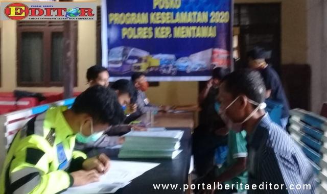 Pendataan para pengemudi yang akan menerima bantuan.