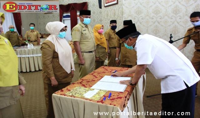 Pengambilan sumpah dan janji jabatan pejabat administrator dan pengawas di lingkup Disdukcapil pemerintah Kabupaten Solok