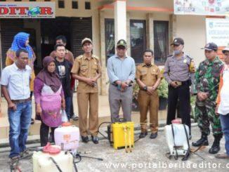 Penyemprotan Disinfektan di Kapalo Koto Ampangan.