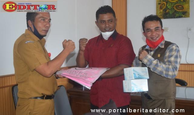Penyerahan bantuan dari Fraksi Gerindra ke RSUD Arosuka.
