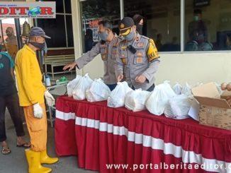 Penyerahan sembako kepada fakir miskin, anak yatim piatu dan pekerja tidak tetap di Polres Payakumbuh.