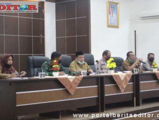 Rapat terkait pemakaman jenazah pasien Covid-19 di Kab. Solok.