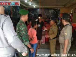 Satpol PP Tanah Datar bersama TNI Polri melaksanakan razia di Warnet yang ada di Tanah Datar.