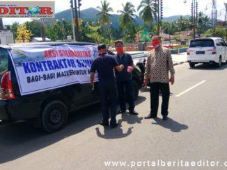 Sejumlah kontraktor di Kabupaten Sijunjung tengan melakukan aksi solidaritas dengan membagi masker gratis.