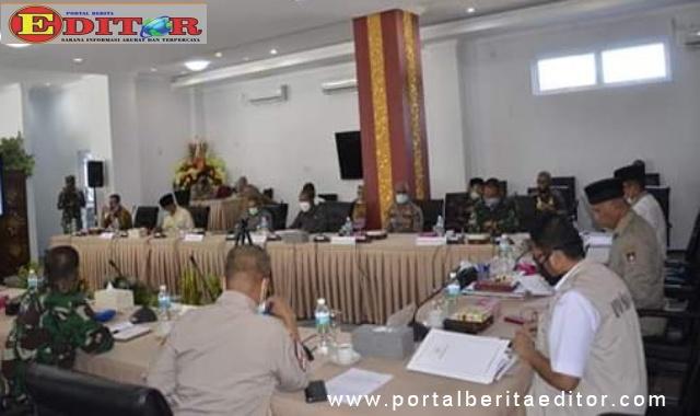 Suasana rapat penanganan covid-19 dangan pembahasan mengenai PSBB.