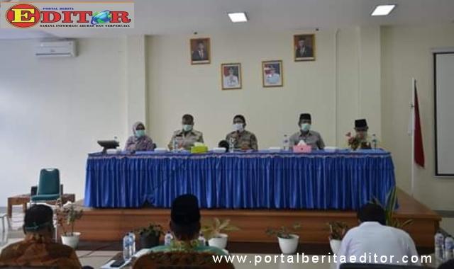 Wakil Walikota Padang, Hendri Septa dalam rapat penanganan covid-19 bersama Camat Bungus Teluk Kabung dan Forkopimka.