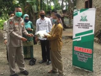 Wako Genius Umar saat mendampingi Pemuda Muhammadiyah menyalurkan bantuan di Pariaman Selatan.