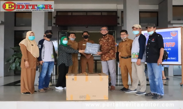 Wako Payakumbuh menerima bantuan dari Alumni SMA 1 Bukittinggi.