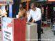 Wako Riza Falepi mencuci tangan di salah sati wastafel di Pasar Kota Payakumbuh.