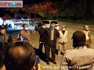 Walikota Padang, Mahyeldi Ansharullah memberi arahan kepada tim Posko Covid-19 Perbatasan Lubuk Paraku.