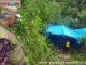 Walikota Padang, Mahyeldi pada saat pemakaman jenazah korban covid-19.