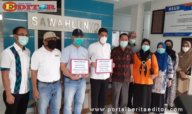 Walikota Sawahlunto bersama Jajaran RSUD Sawahlunto ketika menerima bantuan dari BAKOR IKSJ.