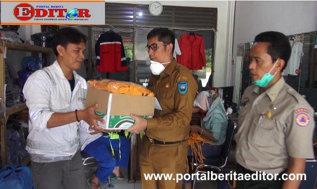 Walikota Sawahlunto bersama Kepala Kesbangpol- BPBD saat menerima bantuan masker dari Perwakilan PT. Asiaco Batamindo