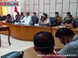 Abdul Rahman Plt Bupati Solsel saat memberikan keterangan.
