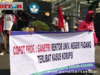 Aksi demo mahasiswa UNP.