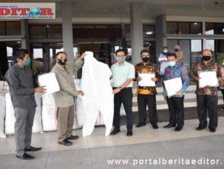 Bantuan baju Hazmat dari perantau Jakarta.