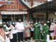 Bupati Gumal saat mengunjungi salah satu Puskesmas.