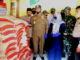 Bupati Gusmal saat menyerahkan menyerahan bantuan di Koto Sani.