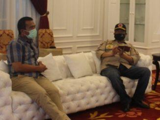 Direktur RSUD saat berkoordinasi dengan Bupati Solok.