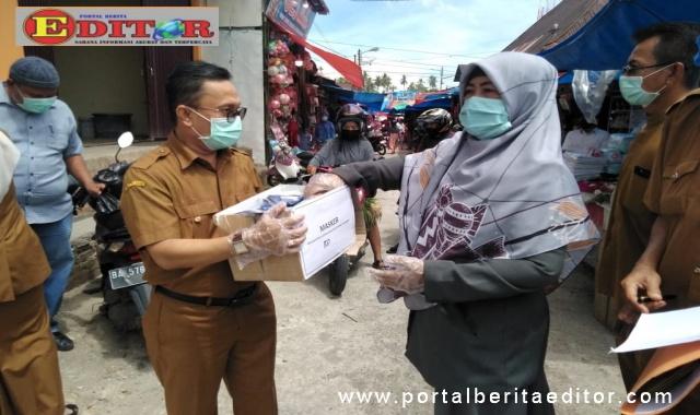 Diskoperindagkopnaker Padang Pariaman, produksi Masker , bagikan langsung masker pada masyarakat