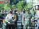 Kapolda Sumbar bersama anggota TNI saat penyerahan bantuan di Polda Sumbar.