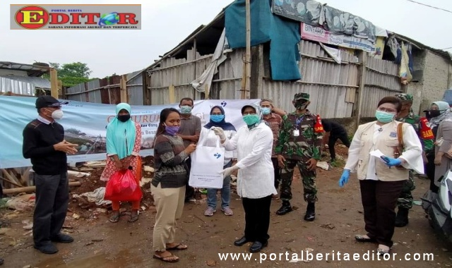 Kedeputian ADPIN BKKBN Pusat saat kunjungi warga terdampak kebakaran Pondok Aren. (Dok. Istimewa)