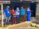 Ketua DPC Demokrat Solsel Dede Pasarela serahkan bantuan sembako kepada warga miskin dan kurang mampu.