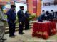 Ketua DPRD Sumbar Supardi saat menandatangani berita acara penyerahan LHP BPK RI
