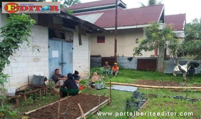 Masyarakat ketika melakukan goro penanaman bawang.