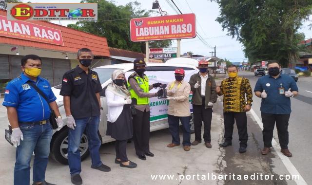 Pembagian masker gratis oleh BPJS Kesehatan dan PWI Kota Bukittinggi.