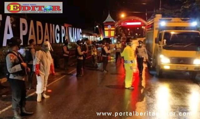 Tim PPVC Kota Padang Panjang lebih mempeketat pengawasan di pintu masuk Kota Padang Panjang.