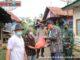 Wako Riza Falepi menyerahkan sembako hasil badoncek.