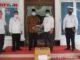 Bupati Gusmal saat menerima bantuan dari BPJS Cabang Solok.