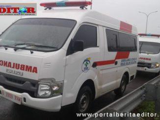 Dua unit ambulan covid 19 diserahkan ke RSUD Solsel.