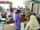 Gubernur IP didampingi Wako Ramlan Nurmatias saat meninjau ruangan pelayanan di Balaikota Bukittinggi.