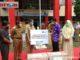 Gubernur Sumbar serahkan bantuan alat kesehatan dari Ny.Nurhayati Subakat kepada direktur RSAM Bukittinggi.